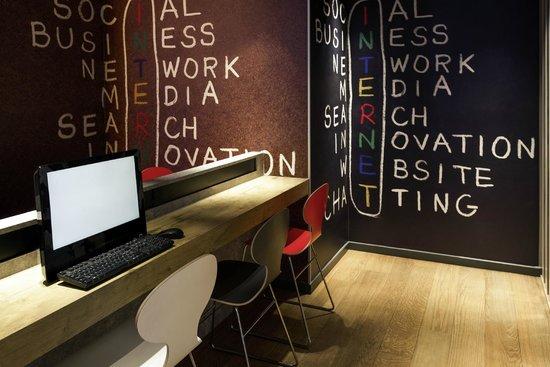 Ibis Brussels City Centre Hotel : Business Corner