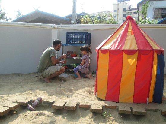 UDEE Cozy Bed & Breakfast: playground