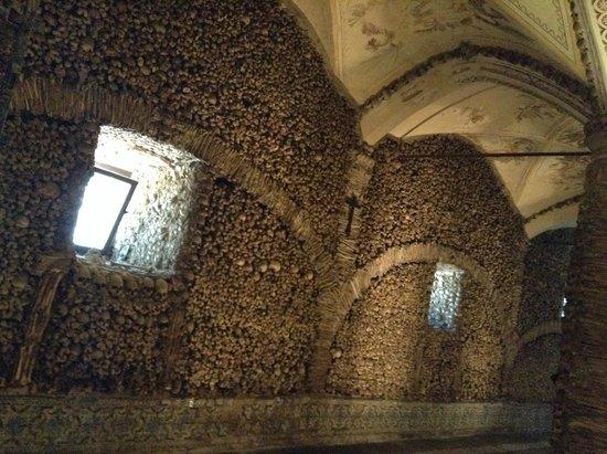 Capela dos Ossos : arquitetura da capela