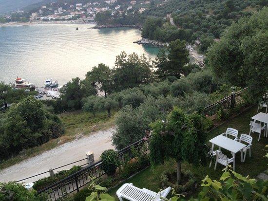 Island View Villa: The garden where the breakfast