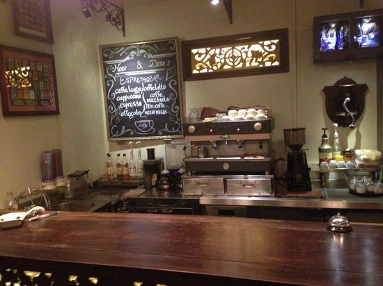 Noor & Dean's Kafe : THe BAR