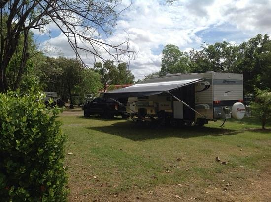 Kakadu Lodge and Caravan Park : Well grassed sites