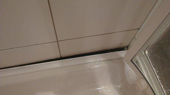 Resort Petalon: Mouldy shower - beyond words