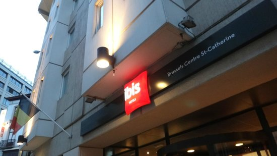 Ibis Brussels Centre Sainte Catherine: Hotel Entrace