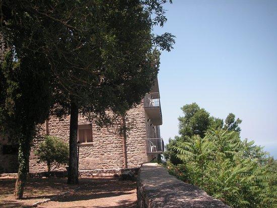 Hotel Villa San Giovanni: Вид из монастырского сада на наш балкон