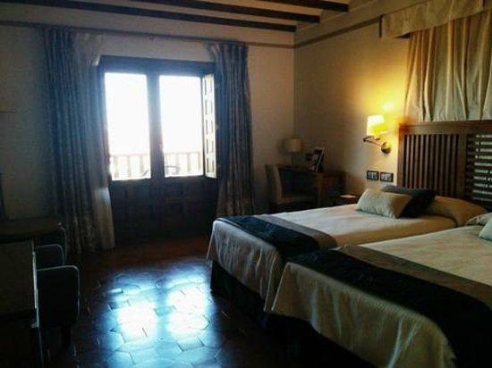 Parador de Toledo: stylish room