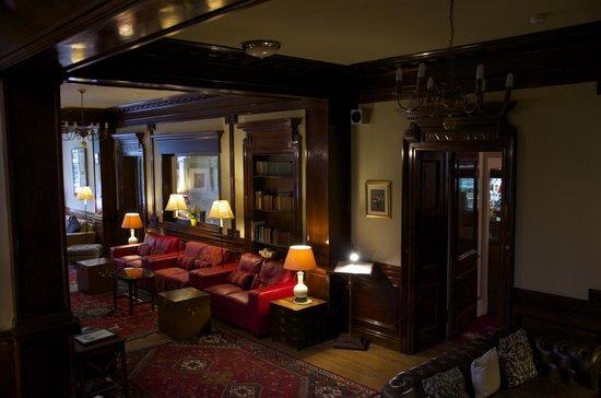 Pine Trees Hotel: Lounge