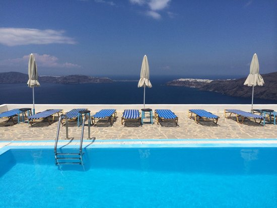 Gizis Exclusive: the hotel pool
