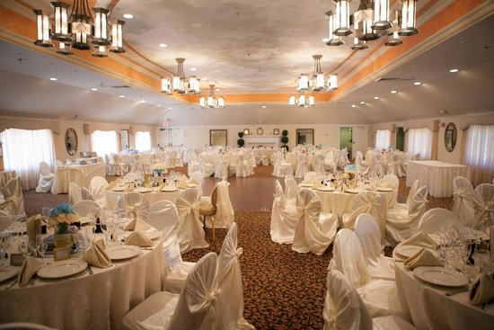 Banquet Hall - Picture of The Castle at Skylands Manor, Ringwood