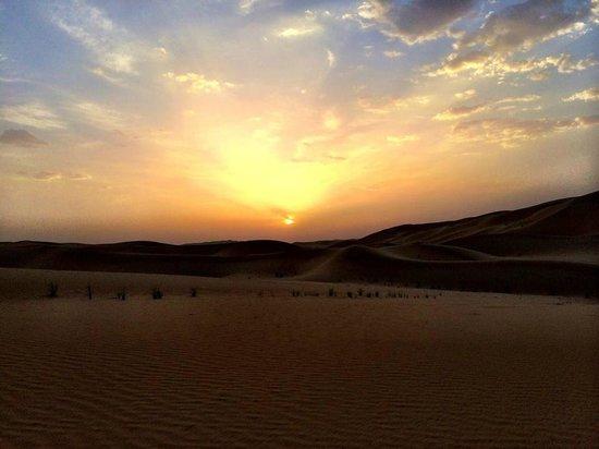 Qasr Al Sarab Desert Resort by Anantara: Sunset after hard drive dune bashing.