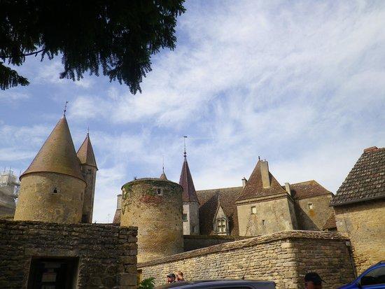 Château de Châteauneuf-en-Auxois : Le château