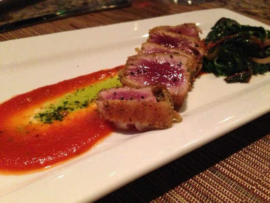 Pueo's Osteria: Ahi fennel crusted