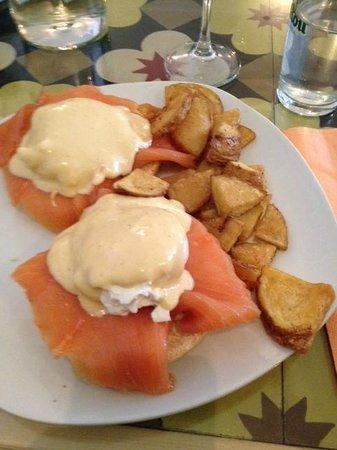 Carmencita Bar : benedict with salmon