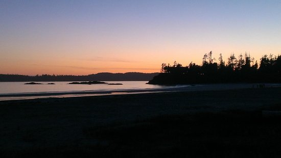BEST WESTERN Tin Wis Resort: Sunset at McKenzie Beach