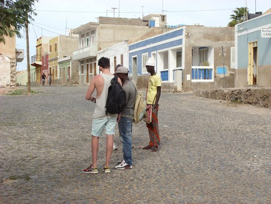 Hotel Riu Touareg: shanty town with the locals street selling