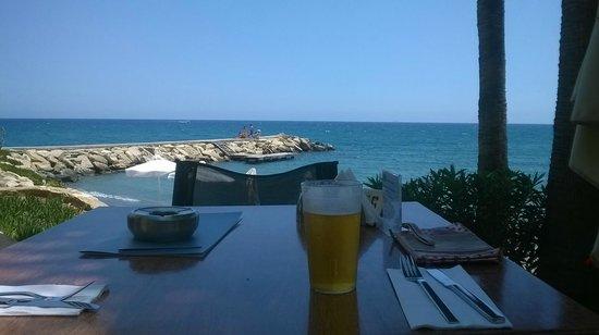 Londa Hotel : sitting by the pool bar