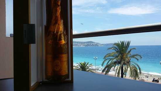 Radisson Blu Hotel, Nice : View from the 3rd floor
