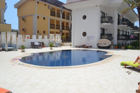 S3 Orange Exclusive Hotel: Hotel Pool