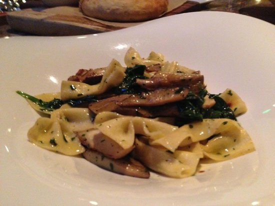 Pueo's Osteria: Bow ties with abalone mushrooms