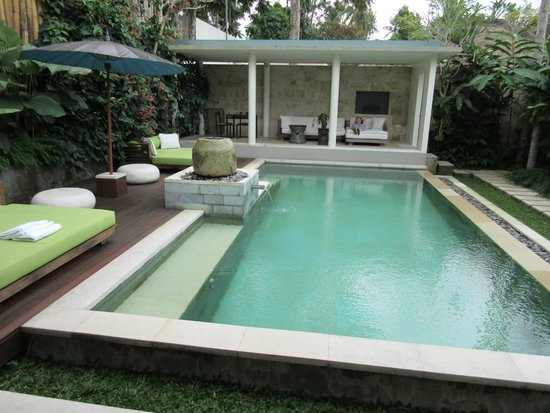 The Purist Villas and Spa : Pool and dining area