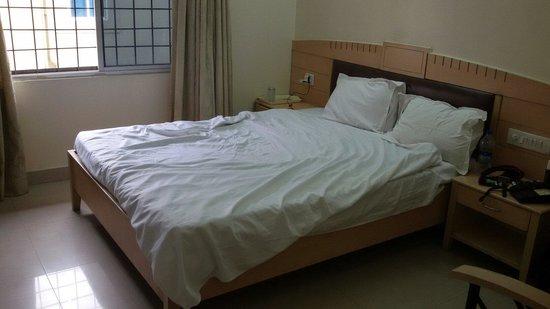 Hotel Padmini Residency: bedd in deluxe ac room