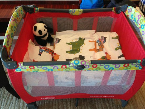 Grand Hyatt Shenzhen: Lovely Panda in the Baby Crib
