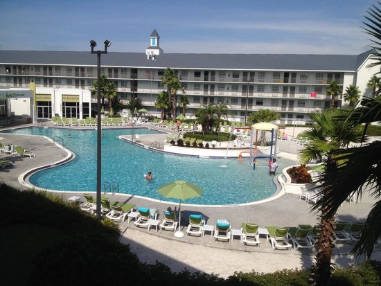 Avanti International Resort: The pool area