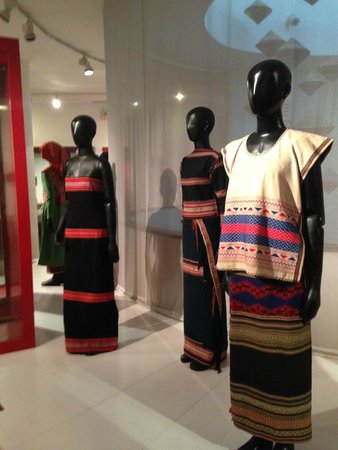 Vietnamese Women's Museum: Vietnamese tribal women's fashion