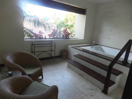 Kamuela Villas and Suite Sanur: jacuzzi