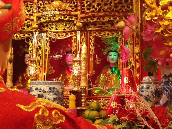 Vietnamese Women's Museum: Alter