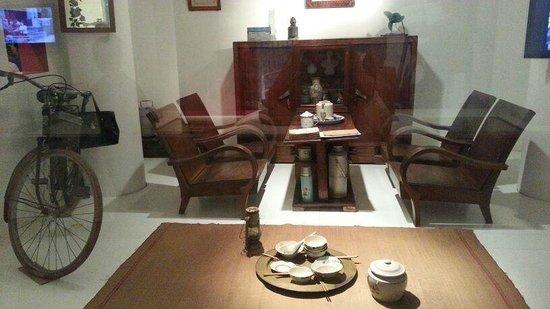 Vietnamese Women's Museum: Living room display