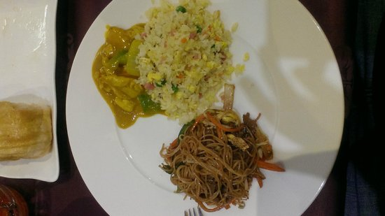 Oriental World : Arroz, Pollo y Tallarines