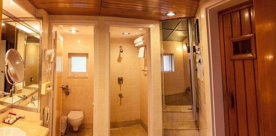 The Resort: Bathroom