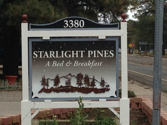 Starlight Pines B&B: Property Sign