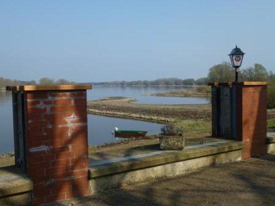 Hitzacker, Deutschland: View over the Elbe from the restaurant