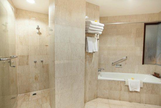 Ramayana Resort & Spa: Bath room at Family room