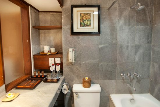 Ramayana Resort & Spa: Bathroom at Deluxe wing