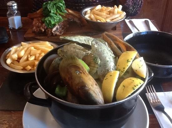 De Post Belgian Beer Cafe : 1kg mussels-signature dish