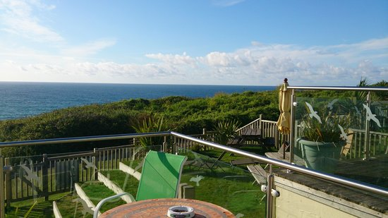 The Penellen Hotel: Sitting, enjoying sea form the house
