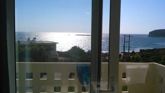 Falasarna Beach Studios&Apartments: Вид из номера на море (слева Sunset, справа столбы)