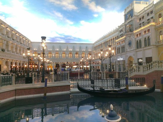 The Grand Canal Shoppes at The Venetian: Grand Canal & Shops