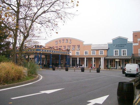Disney's Hotel Cheyenne: reception
