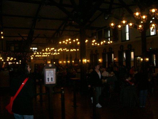 Disney's Hotel Cheyenne: dining inside