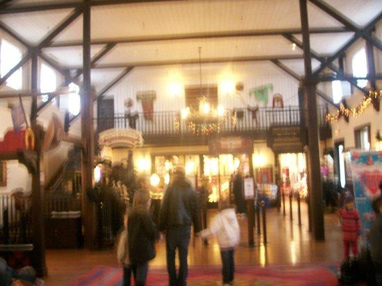 Disney's Hotel Cheyenne: lobby