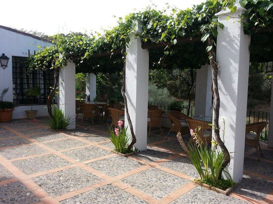 Hotel Finca Valbono: Petit terasse ou il fait bon de si detendre.