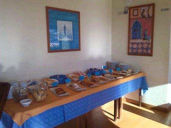 Hotel Clelia: Breakfast buffet (don't miss Gello and Cassatine)