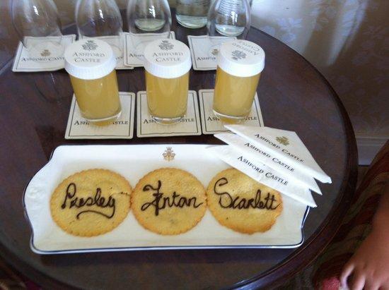 Ashford Castle: Cookies in room
