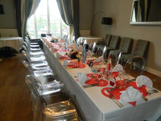 restaurant du chateau la demeure de la dame du fer table des ados et enfants - Chateau De Wendel Hayange Mariage