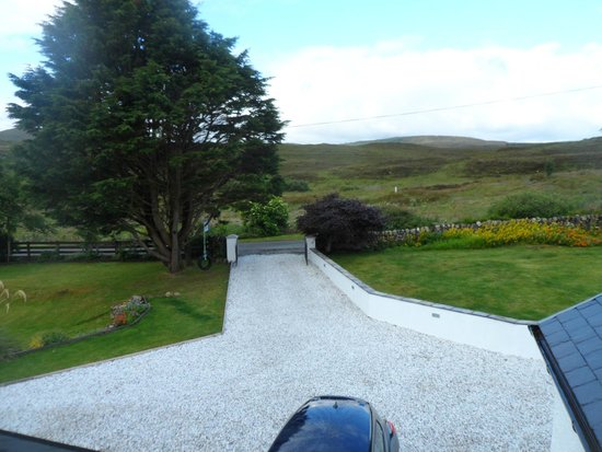 Heatherdale Bed & Breakfast: The view from the front of Heatherdale B&B