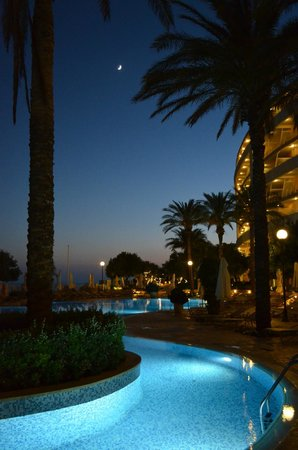 Radisson Blu Resort & Spa, Malta Golden Sands: Sunset by the pool